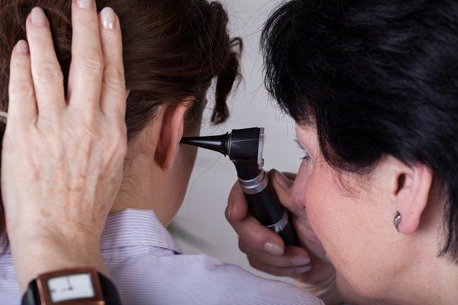 Ini Cara Dokter THT Membersihkan Telinga