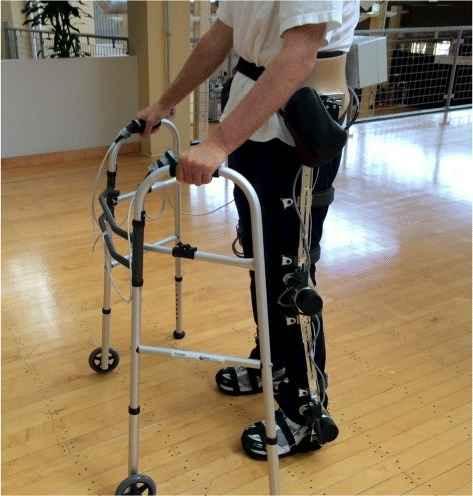 Gait training menggunakan exoskeleton robot Sumber: Bortole, M. Venkatakrishnan, A et al. Openi 2015.