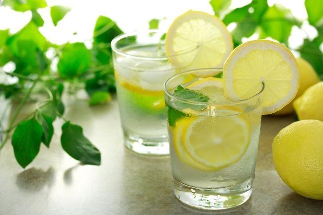 6 Manfaat Air Lemon Hangat di Pagi Hari