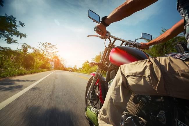 Lebih Serius Menghadapi Risiko Jatuh dari Motor - Alodokter