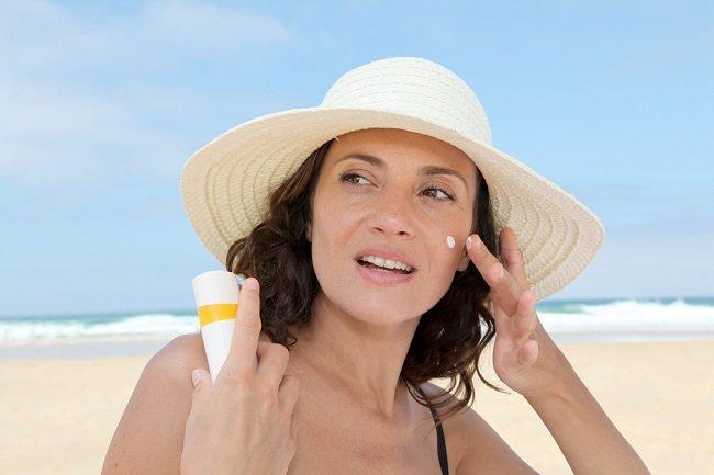 Kesalahan Penggunaan Tabir Surya Untuk Wajah yang Perlu Anda Ketahui - Alodokter