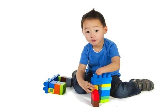 Cermat Memilih Mainan untuk Anak Berkebutuhan Khusus - Alodokter