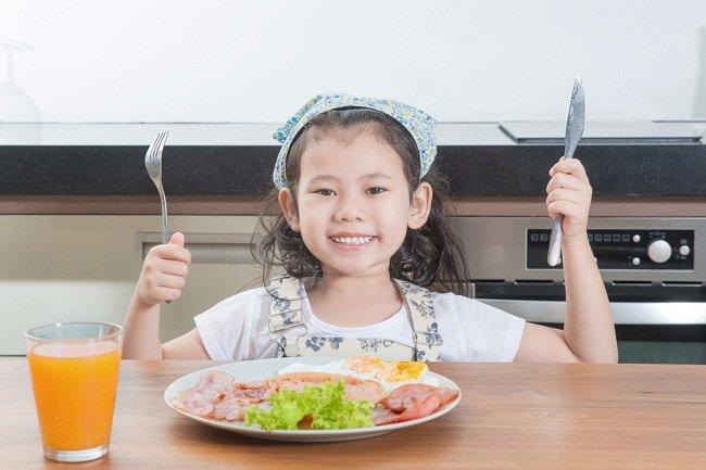 7 Makanan Ini Bisa Bantu Perkembangan Otak Anak lho, Bunda - Alodokter