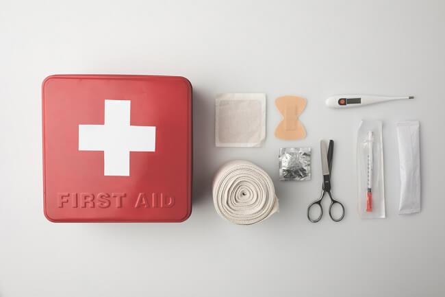 Bunda, Yuk Siapkan Kotak P3K untuk Kondisi Darurat Si Kecil - Alodokter