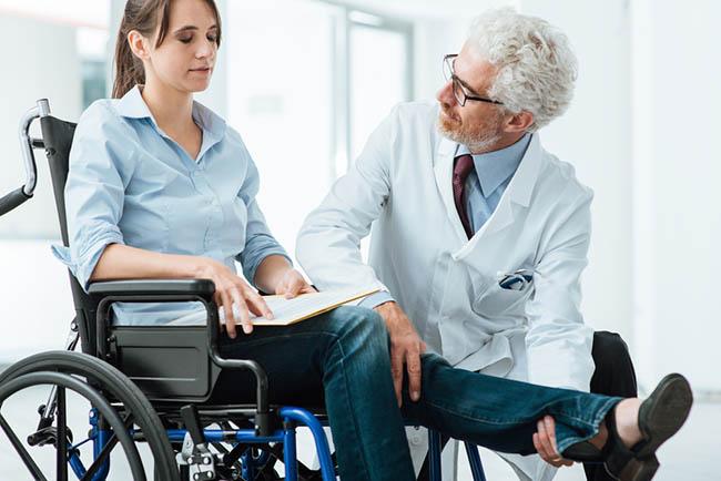 Mengenal Lebih Dekat Peran Dokter Rehabilitasi Medis - Alodokter