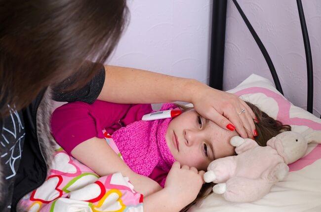 Tetap Tenang Bunda, Ini Tips Merawat Anak Sakit di Rumah