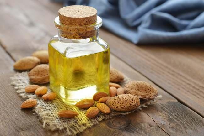 Cantik Berkat Produk Perawatan Minyak Almond Buatan Sendiri