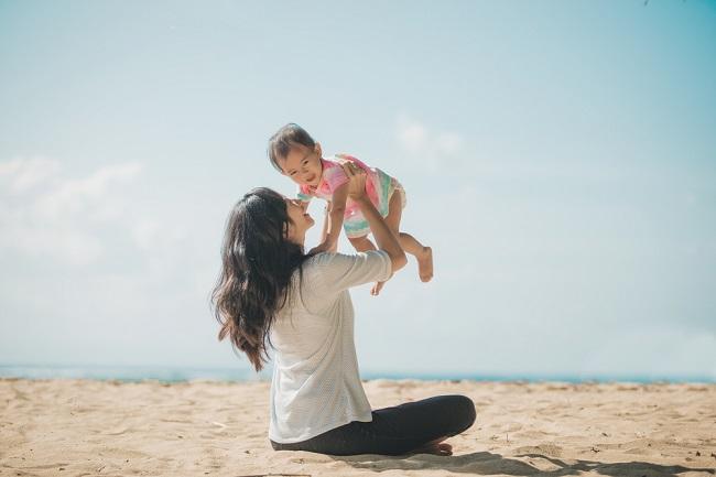 Peran Ibu dalam Tumbuh Kembang Anak - Alodokter