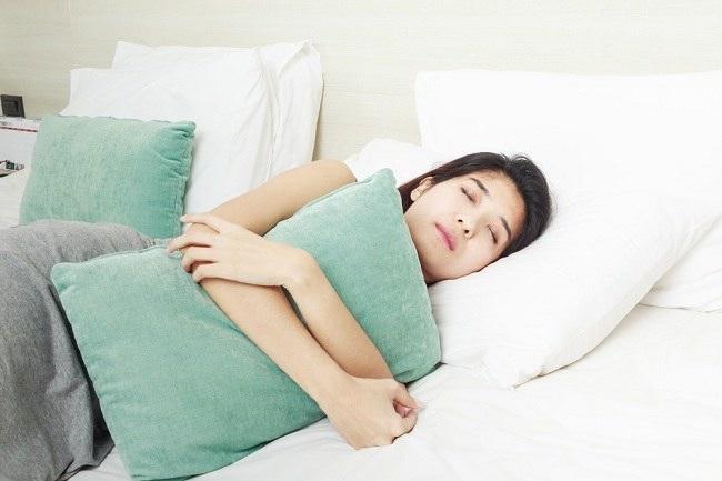 Hypnic Jerk Bisa Mengganggu Tidur Malam Anda - Alodokter