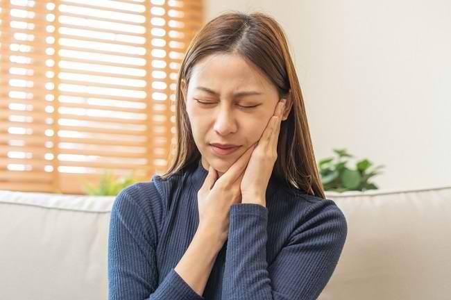 Ketahui Penyebab dan Obat Sakit Gusi Bengkak yang Tepat ...