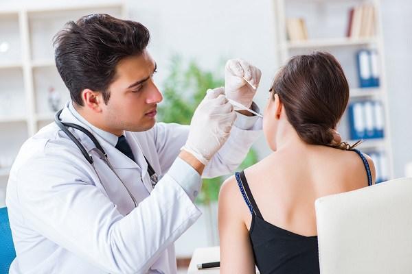 Hal-hal Seputar Pembersihan Telinga yang Perlu Anda Tahu - Alodokter