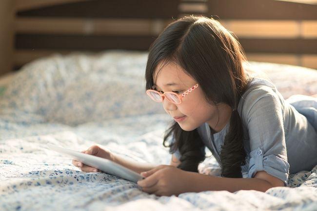 Waspadai Dampak Media Sosial pada Anak dan Remaja - Alodokter