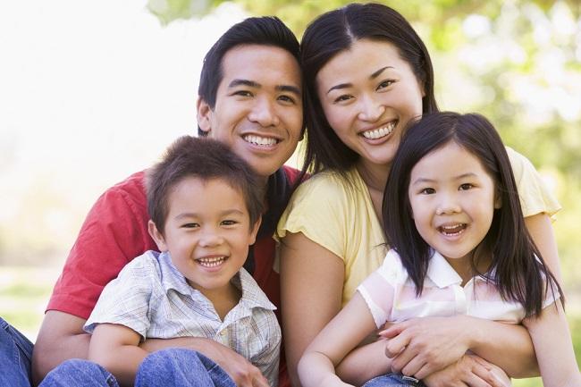 Ini yang Menentukan Anak Lebih Mirip Ayah atau Bunda - Alodokter