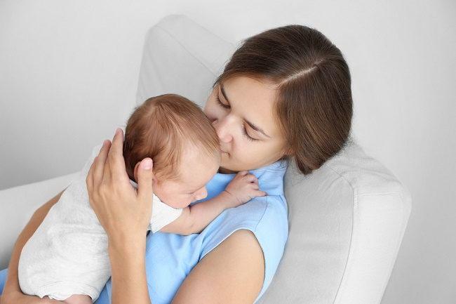 Jangan Khawatir Saat Bayi Cegukan, Ini Cara Mengatasinya - Alodokter