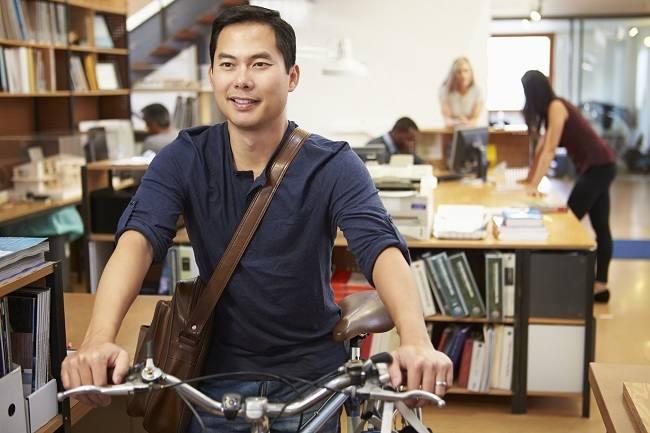 Mari Telaah Manfaat Bersepeda bagi Kesehatan - Alodokter