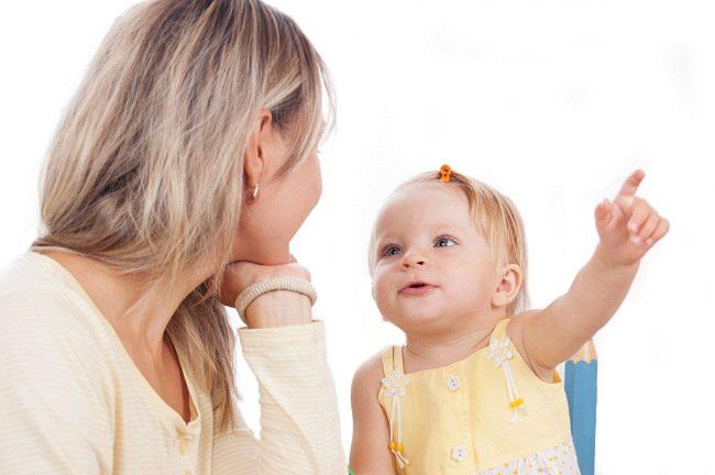 Penyebab Anak Terlambat Bicara dan Cara Mengatasinya - Alodokter