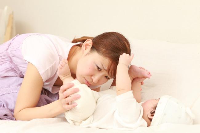 Panduan Dasar Orang Tua Mengatasi Bayi Tidak BAB - Alodokter