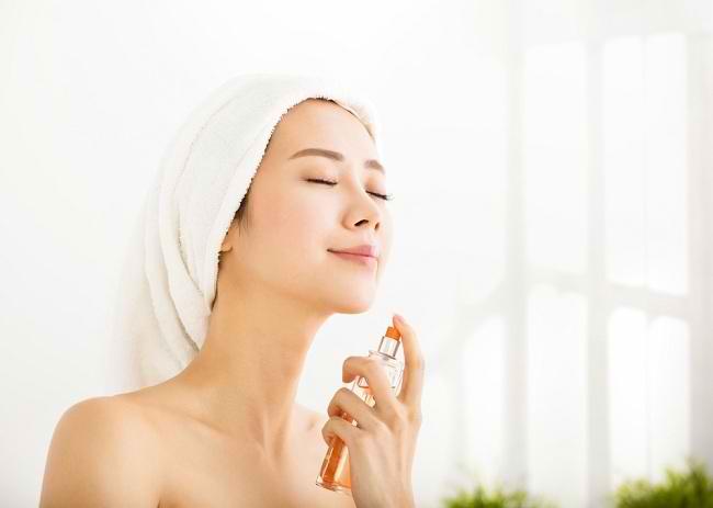 Tips Memakai Sunblock Wajah Bersamaan dengan Make Up - Alodokter