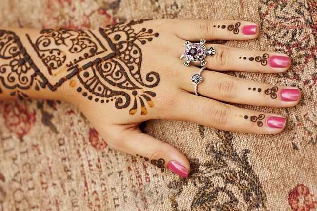 Hati-Hati, Tato Henna Mengandung Campuran yang Berbahaya