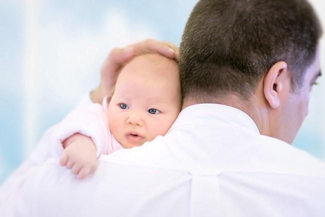 Penyebab Bayi Muntah Setelah Minum ASI dan Cara Mengatasinya - Alodokter
