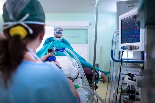 Ini yang Perlu Anda Ketahui tentang Intubasi Endotrakeal - Alodokter