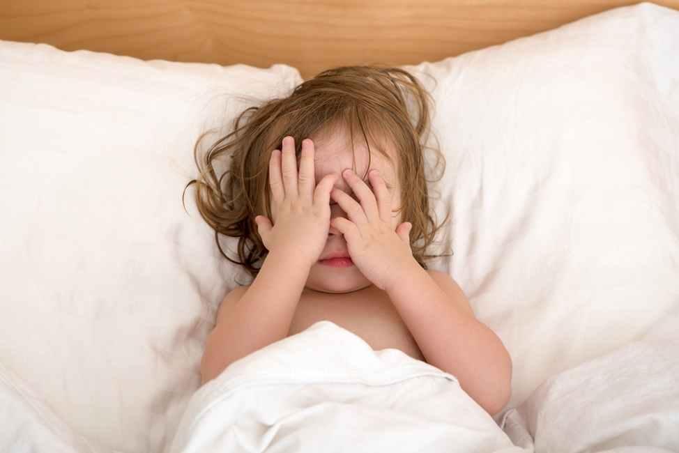 Si Kecil Sering Menangis atau Menjerit Saat Tidur? Atasi dengan Cara Ini