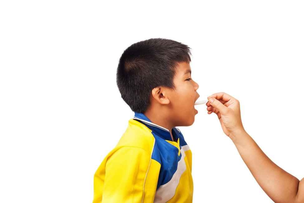 Jangan Dipaksa, Ini 7 Cara Membujuk Anak untuk Minum Obat