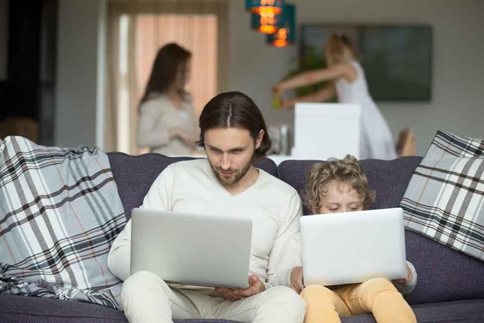 Hati-Hati, Ini Kebiasaan Buruk Orang Tua yang Mungkin Ditiru Anak