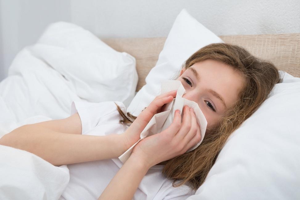 Si Kecil Sering Bersin di Pagi Hari? Ini Kemungkinan Penyebabnya