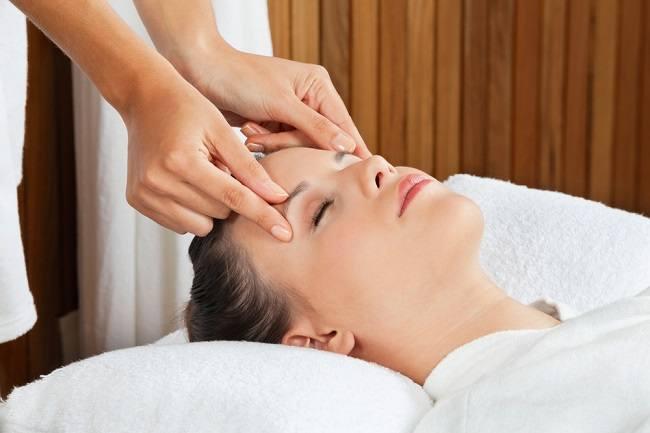 ini manfaat dan bahaya totok wajah - Manfaat Memijat Wajah untuk Kecantikan