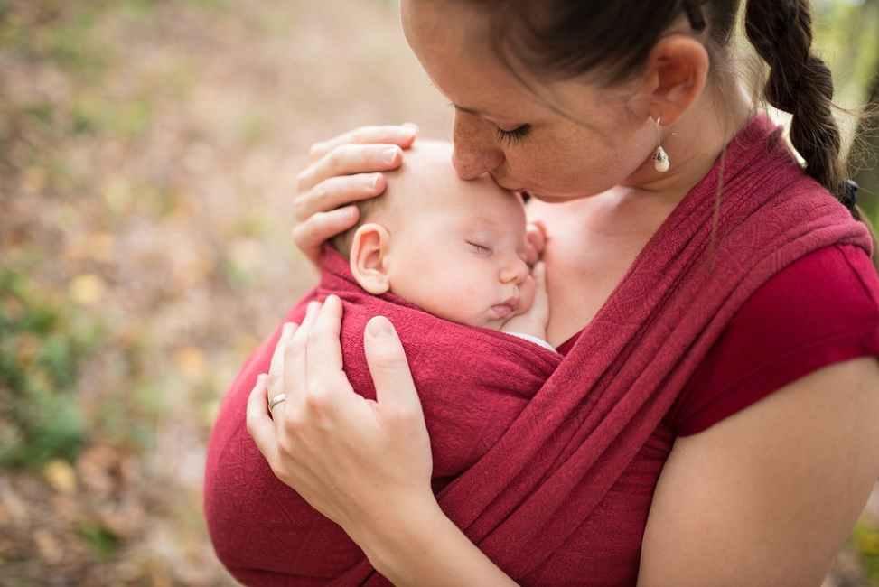 Bunda, Ini Tips Memilih Gendongan Sesuai Usia Bayi
