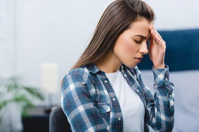Ini Penyebab Sakit Kepala Menjelang Akhir Haid - Alodokter