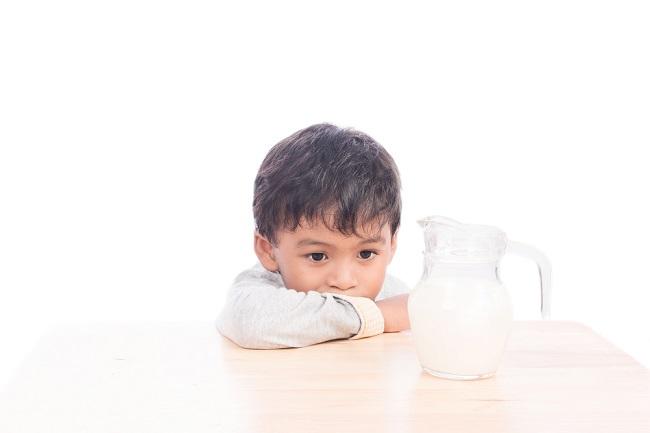 Alergi Si Kecil Sering Kambuh? Bisa Jadi karena Salah Minum Susu