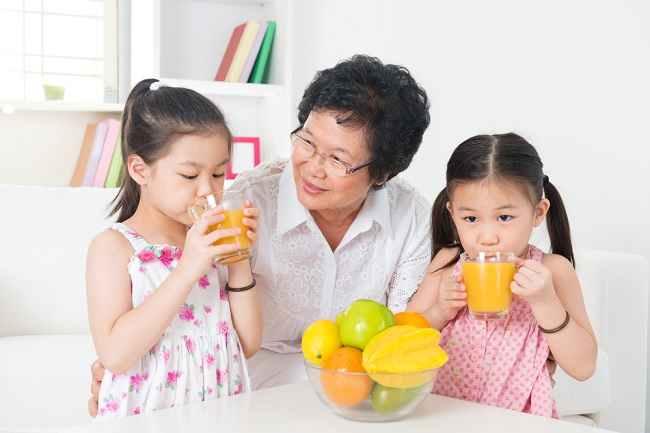 Selain Air Putih, Ini Pilihan Minuman Sehat untuk Si Kecil