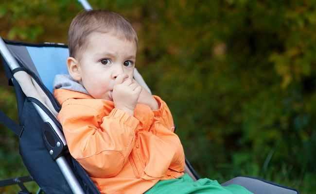 Begini Cara Menghentikan Kebiasaan Mengisap Jempol pada Anak