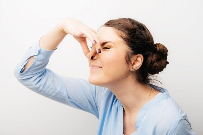 Ini Kemungkinan Penyebab Kamu Terlalu Sensitif terhadap Bau