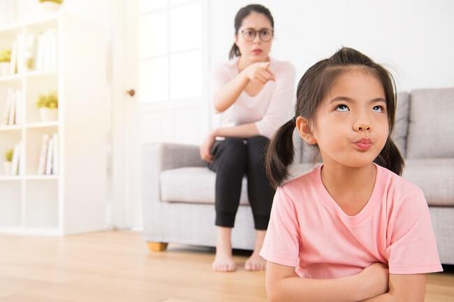 4 Tanda Orang Tua Terlalu Keras pada Anak