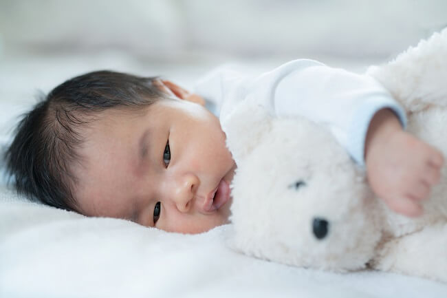 Warna Kulit Bayi Berubah Jadi Kuning, Bisa Jadi Gejala Karotenemia