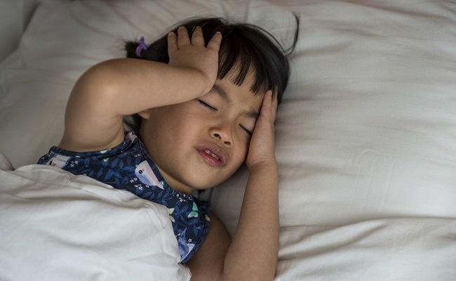 Jangan Ditunda-tunda, Ibu Bisa Atasi Batuk Pilek Anak di Rumah