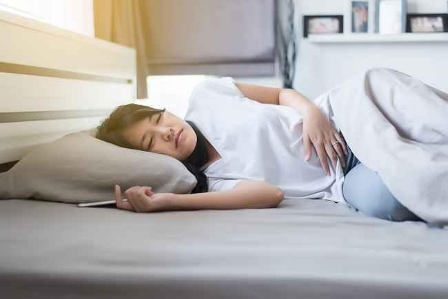 Solusi Mengatasi Susah Tidur saat Menstruasi