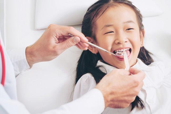 Pentingnya Fluoride Treatment pada Gigi Anak untuk Mencegah Gigi Berlubang