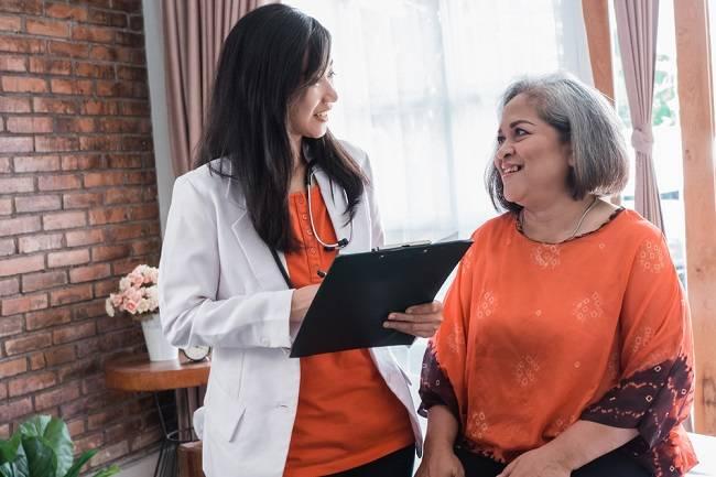 Memahami Peran Dokter Geriatri untuk Membantu Kesehatan Lansia