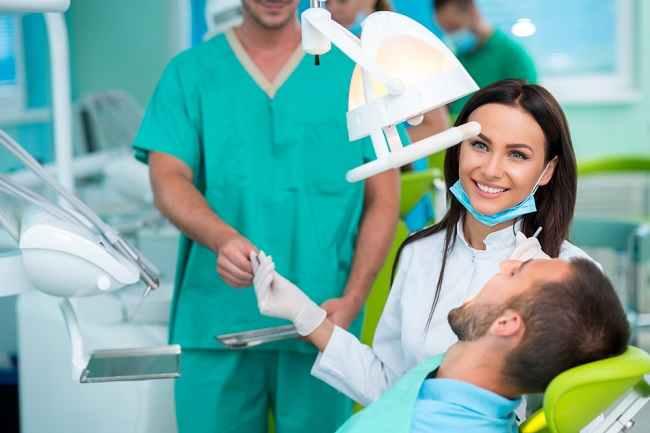 Mengenal Peran Dokter Bedah Mulut dan Penyakit yang Ditangani