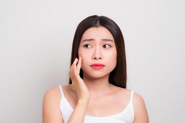 Manfaat dan Efek Samping Isotretinoin dalam Mengatasi Jerawat - Alodokter