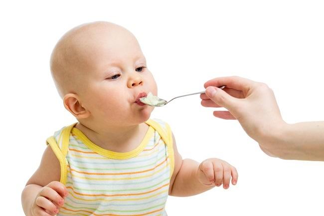 Si Kecil Sering Mengemut Makanan? Ini Solusinya