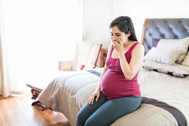 Muncul Rasa Logam di Mulut Ibu Hamil? Ini Cara Mengatasinya - Alodokter