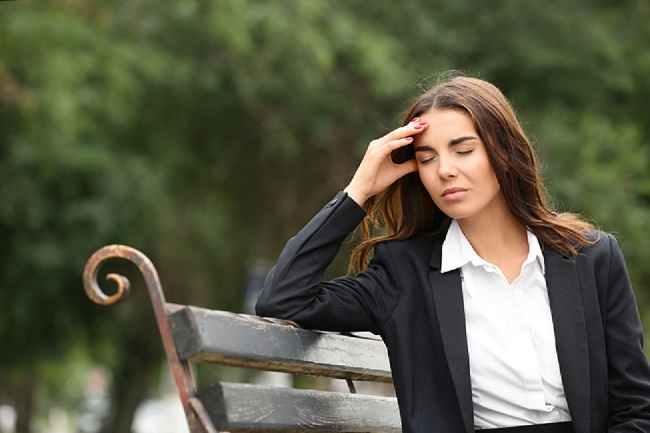 Ini Alasan Sakit Kepala atau Migrain Muncul saat Hujan dan Cara Mengatasinya - Alodokter