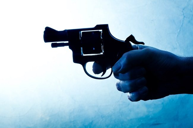 Jangan Panik, Ketahui Pertolongan Pertama pada Korban Luka Tembak - Alodokter