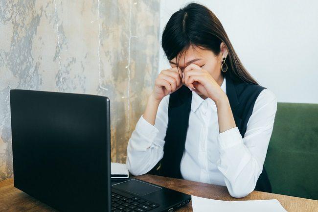 Waspadai Stres Mata Akibat Pemakaian Gadget dan Laptop - Alodokter