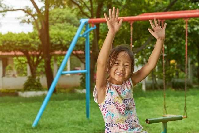 Tips agar Anak Tetap Nyaman saat Beraktivitas di Cuaca Panas - Alodokter